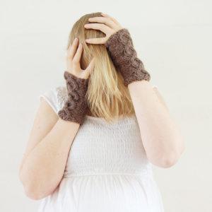 Ebbot - Färg: Brun - Stickade handledsvärmare