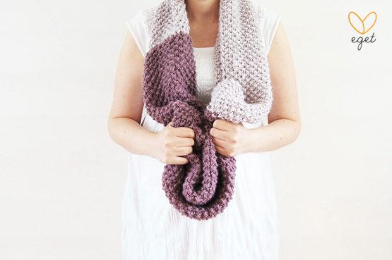 Oliver - Färg: Druva och Ljuslila - Stickad halsduk