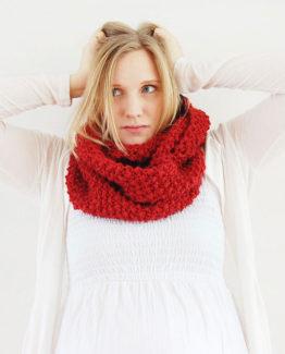 Olivia - Färg: Hallon - Stickad halsduk