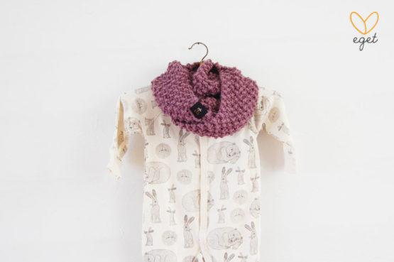 Olivia Junior - Färg: Druva - Stickad barnhalsduk