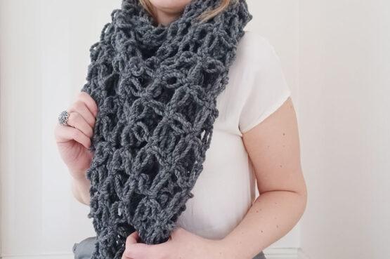 Simone - Färg: Asfalt - Virkad sjal/halsduk
