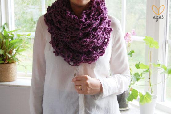 Simone - Färg: Viol - Virkad sjal