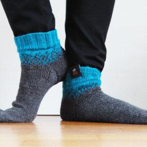 Ellinor - Färger: Petroleum, Mörkblå - Stickade strumpor